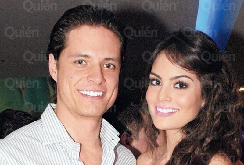 Pablo Nieto puede presumir que su novia es la mujer más hermosa del mundo. Seguro ya lo sabía. Esta pareja lleva casi tres años de noviazgo.