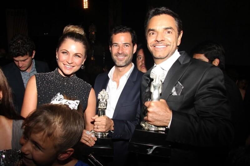 Ludwika y Emiliano con Eugenio Derbez, quien también se llevó premio como Mejor Actor.
