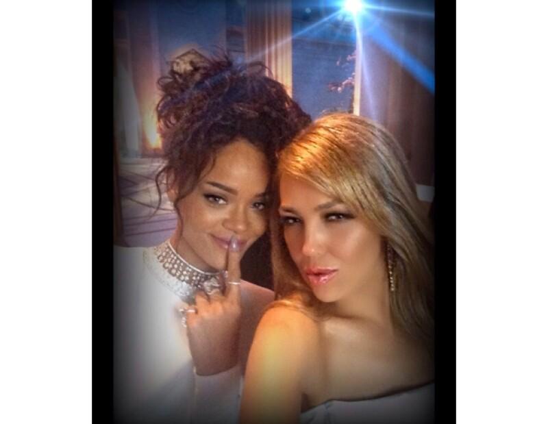 Thalía y Rihanna compartieron un momento entre chicas en la MET Gala.