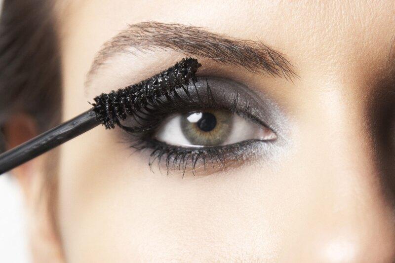 Seguramente en más de una ocasión has cometido estos errores súper básicos a la hora de maquillarte. Te contamos cuales son y así evitarás verte mal.