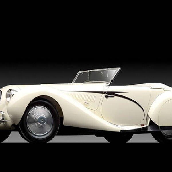 "El automóvil es considerado la obra maestra del ""Art Deco francés"". Se vendió por casi 7.2 mdd."