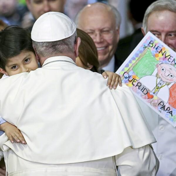 Durante su visita al hospital pediátrico ?Federico Gomez?, en la Ciudad de México, el papa convivió con niños enfermos.