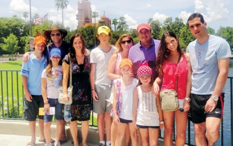 En varias ocasiones el presidente del Partido Verde Ecologista de México ha viajado con la familia Couttolenc.