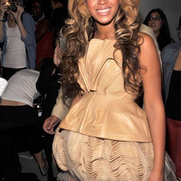 Beyonce-`Parece que comió chile con brócoli y luego liberó un gas que se quedó pegado en su blusa´.