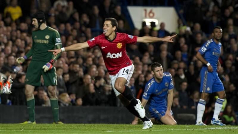 Javier Hernandez celebra su anotacion ante el Chelsea