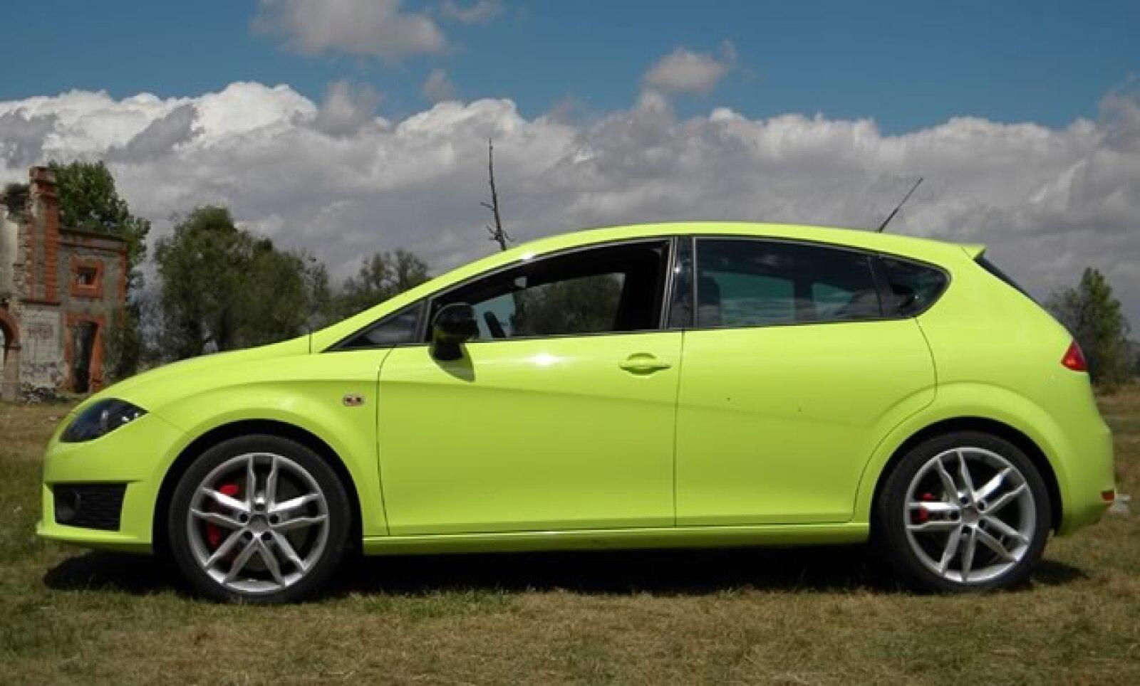 El diseño deportivo lo vuelve un compacto con grandes prestaciones.