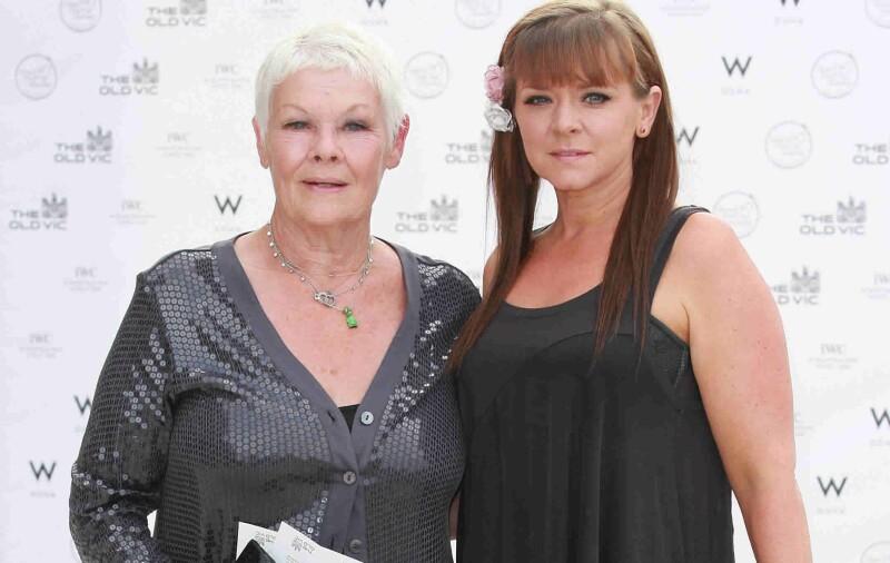 La reconocida actriz Judi Dench recién cumplió 80 y su hija la anima constantemente para que se haga el símbolo indio que tanto le gusta.