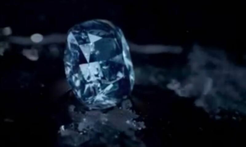 Se trata del diamante azul de forma cojín más grande jamás subastado. (Foto: Facebook/Sotheby's)