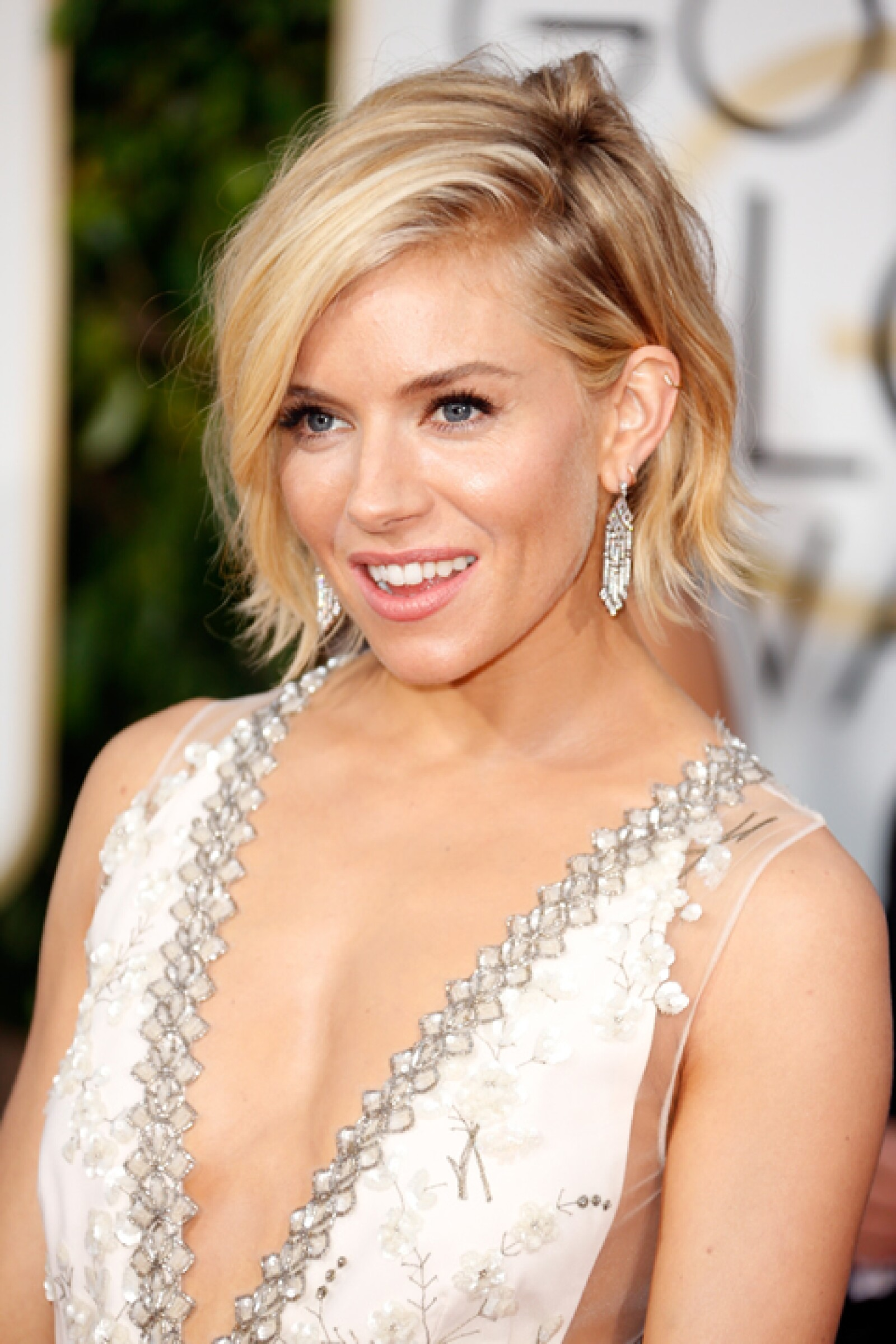 Otra tendencia de los Golden Globes fue el pelo corto. Las ondas de Sienna Miller fueron irresistibles.
