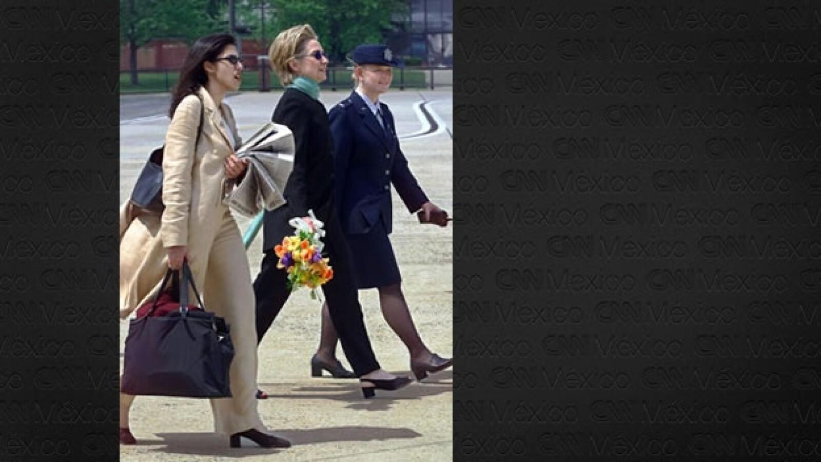 Huma Abedin - Hillary Clinton - Base Andrews 2000