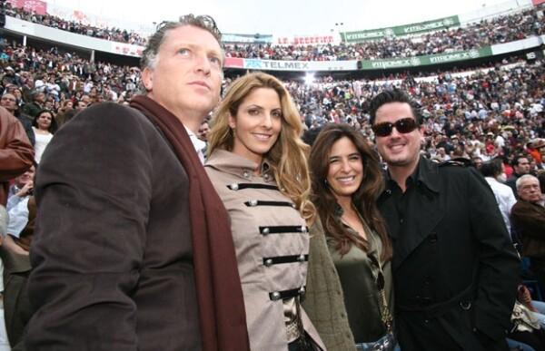 En febrero, Elías y Marcela asistieron a la Plaza de Toros México con sus amigos Lina Botero y Ricardo Barroso.