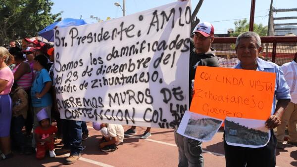 AMLOGuerrero_protesta