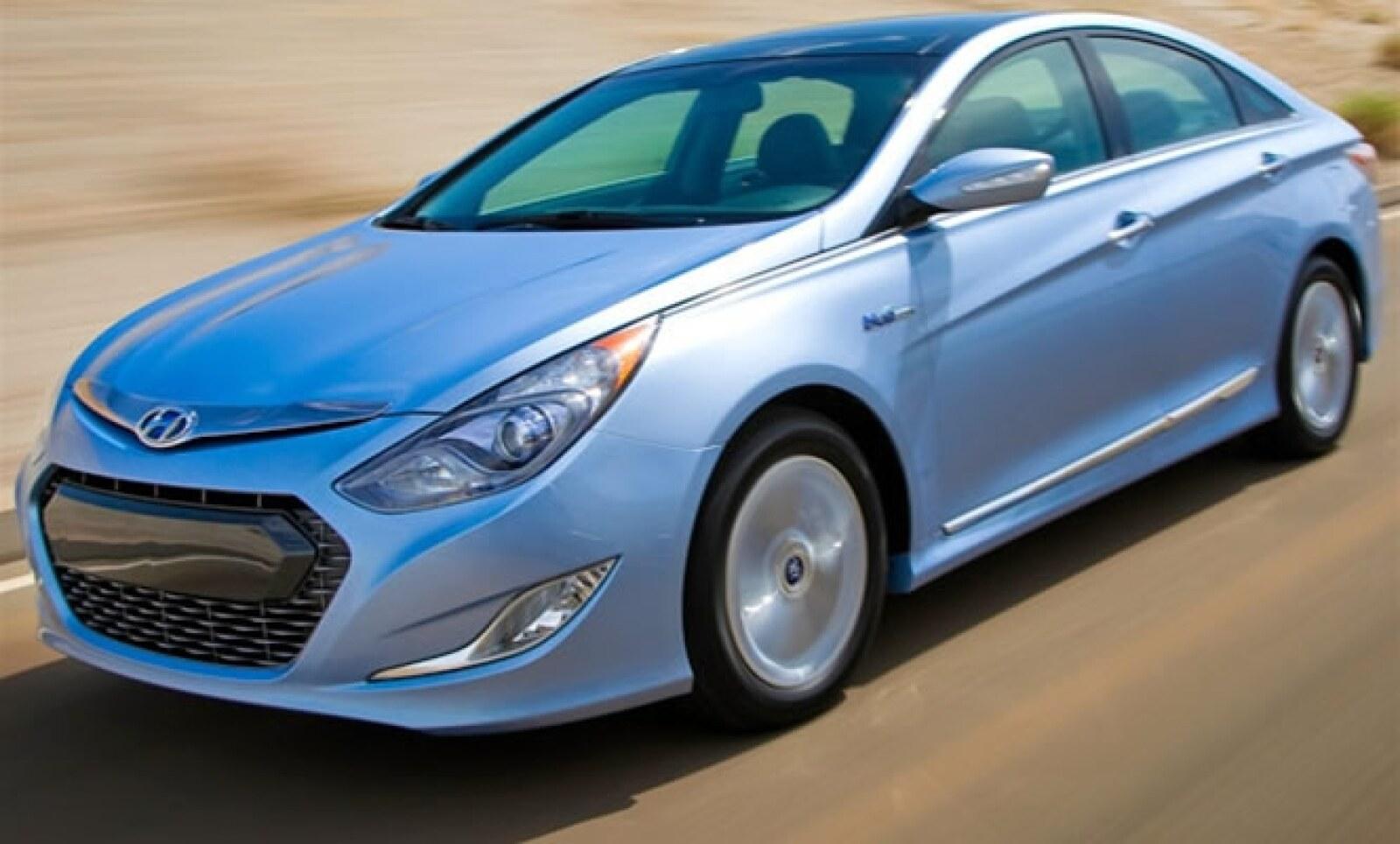 La arquitectura Hybrid Blue Drive desarrollada por Hyundai es un sistema de conducción híbrido totalmente en paralelo, que puede operar en un motor eléctrico, en uno de gasolina de combustión interna y en una combinación de dos; todo depende de las condic