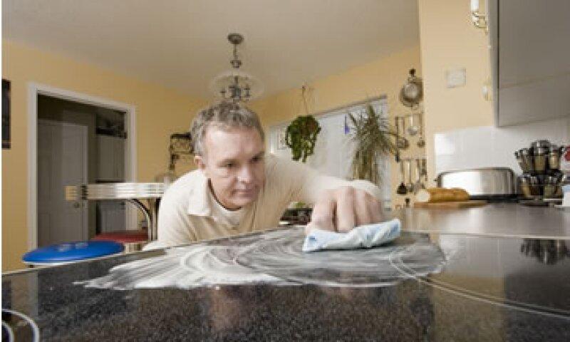 Cada vez hay más hombres que tiene como principal ocupación el trabajo en casa. (Foto: istock)