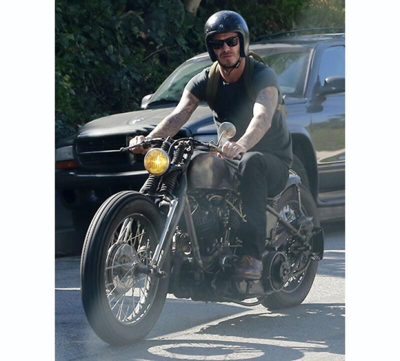 David Beckham salió a dar un paseo por las calles de Beverly Hills ayer por la tarde.