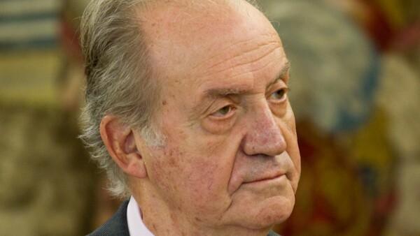 El monarca español fue intervenido quirúrgicamente luego de que sufriera una caída el viernes mientras se encontraba de visita en África.