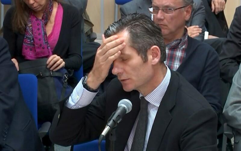 Iñaki Urdangarin negó hoy haber hecho cobros indebidos en el proyecto del Instituto Nóos y dijo que su papel era el de supervisar proyectos deportivos. Se enfrenta a una pena de 19.5 años.