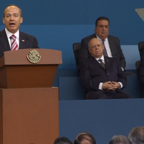 El presidente Felipe Calderón dio su tercer Informe de Gobierno en Palacio Nacional el miércoles 2. Anunció 10 reformas para combatir el impacto de la recesión económica y destacó que será el sexenio de la infraestructura, aunque esta no figuró en sus 10