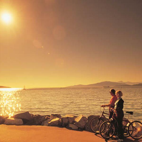 Vancouver nos despide con un atardecer sobre el muelle, que es visitado por más de 20,000 ciclistas cada semana. Recuerda consultar la página de la Embajada de Canadá, para tramitar tu Visa de turista y resolver dudas sobre este trámite. (http://www.canad