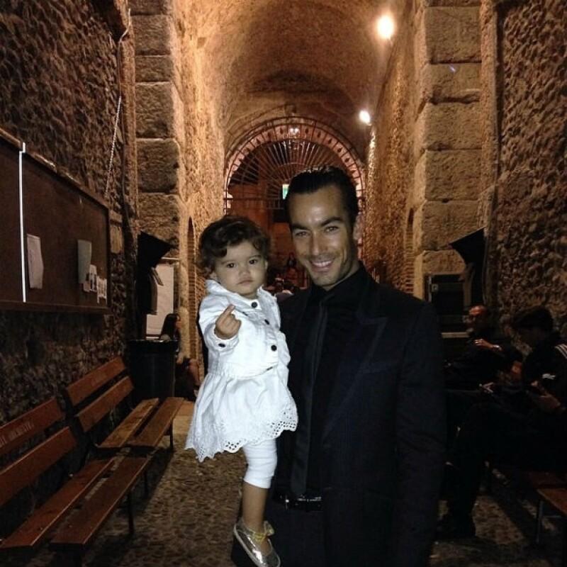 La hija del actor y Lola Ponce mostró ser una divertida acompañante cuando su papá se encuentra ejercitándose.