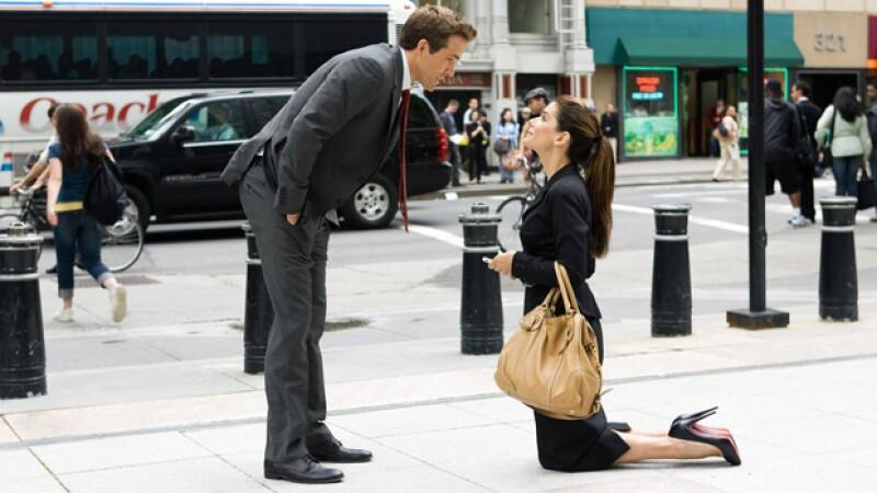En The Proposal, se muestra a una mujer centrada en su vida profesional y sin tiempo para el amor, sin embargo, tras un golpe de realidad se abre nuevas concepciones sobre la vida y su porvenir.