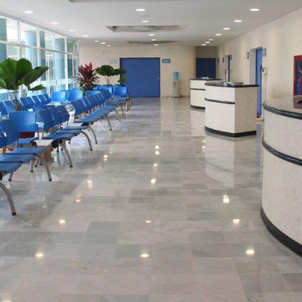 El hospital cuenta con 60 camas (con la capacidad de extenderse a 90), dos quirófanos, 13 consultorios, unidad de terapia intensiva, área de pediatría y neonatal, farmacia, bibliohemeroteca, urgencias y laboratorios clínicos.