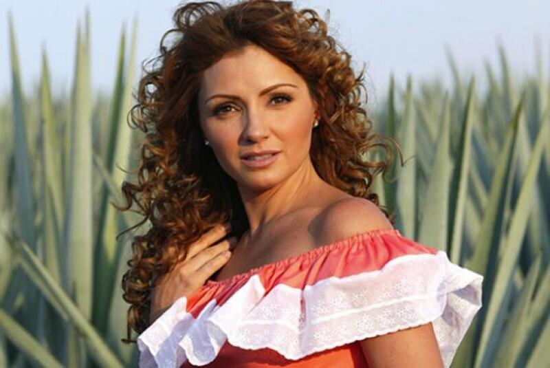 Angélica en su personaje de `Gaviota´en la telenovela `Destilando Amor´.