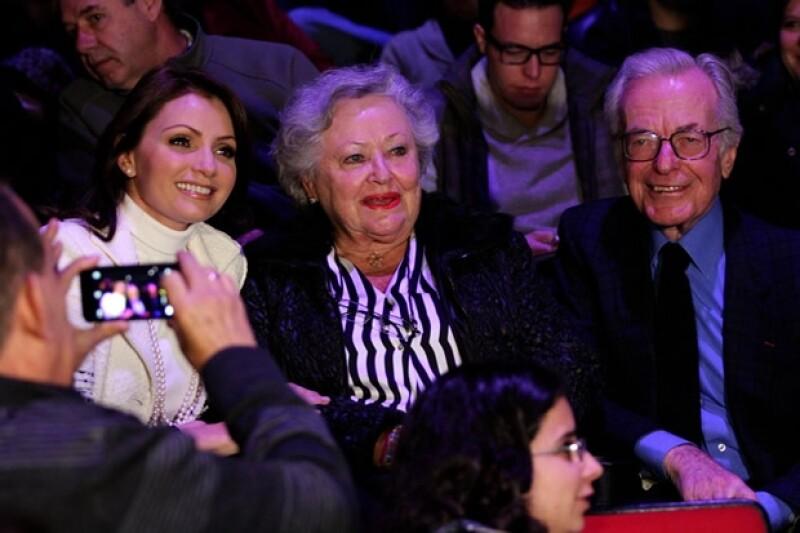 Angélica Rivera se sentó junto a Jacobo Zabludowsky y su esposa durante la función.