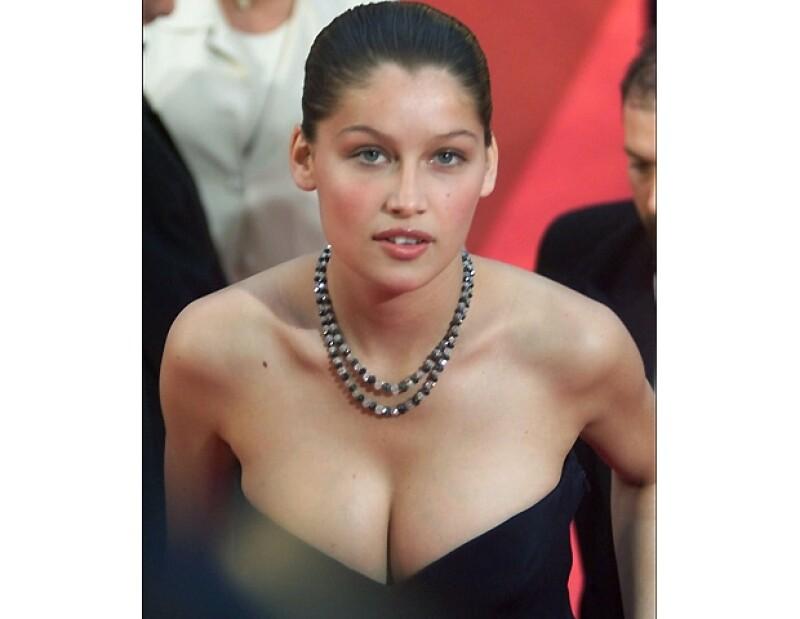 Después de haber sido una `it´ girl en los 90, la francesa desapareció de las lentes y ahora regresa como imagen de Dolce & Gabbana.