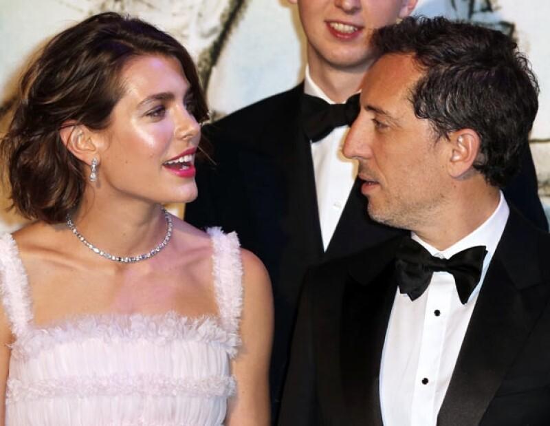 Carlota y Gad son los padres de Raphael.