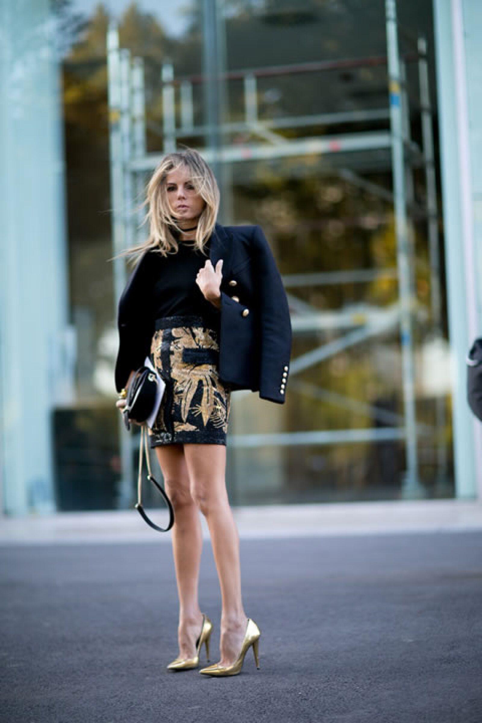 El dorado y el negro son la combinación perfecta para un look elegante.