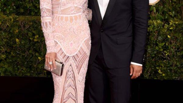 Los esposos John Legend y Chrissy Teigen fueron de los primeros artistas en llegar a los Golden Globes.