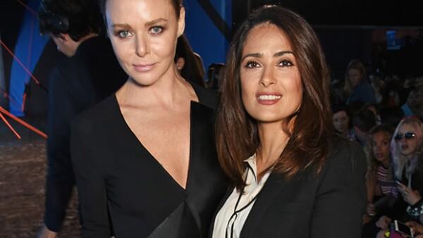 La actriz mexicana -hoy en portada de Quién- está casada con François-Henri Pinault, cabeza de una de las empresas más importantes de moda, Kering, y comparte la primera fila con Carlota Casiraghi.
