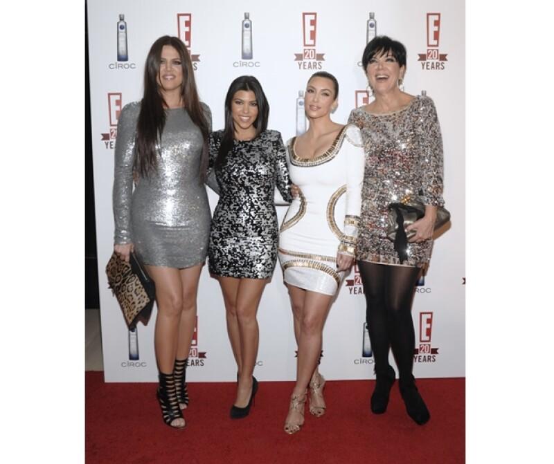 Kris Jenner (der.) es madre y manager de las Kardashian.