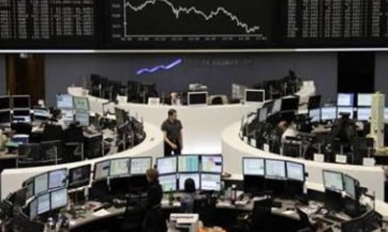 Las acciones europeas también se vieron afectadas por un alza en los rendimientos de la deuda soberana italiana. (Foto: Reuters)