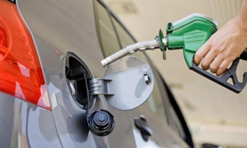 Rogelio Rueda, senador priísta, negó que la aprobación se trate de un 'gasolinazo' porque no hay ningún aumento porcentual en el precio de las gasolinas y el diesel. (Foto: Thinkstock)
