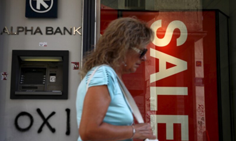 Empresas estiman que de continuar los límites bancarios empezarán a cerrar sus puertas a mediados de agosto. (Foto: Reuters)