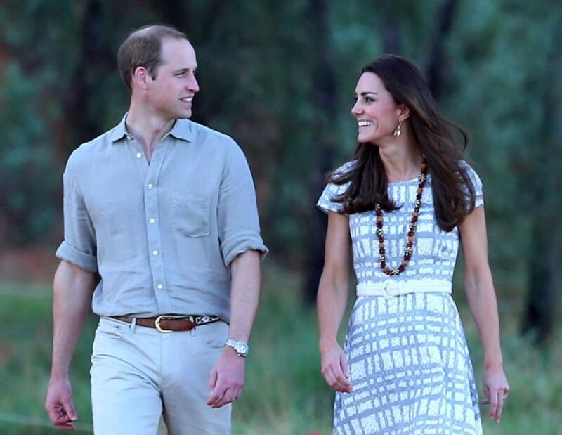 Mañana los Duques de Cambridge celebrarán un año más de feliz matrimonio, por ello el segundo heredero a la corona le obsequió a su esposa un reloj Cartier de miles de dólares.