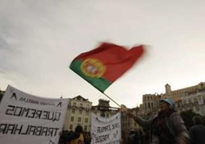 Autoridades de la UE y de Portugal negaron que se encuentren en pláticas para una ayuda similar a la de Irlanda. (Foto: Reuters)