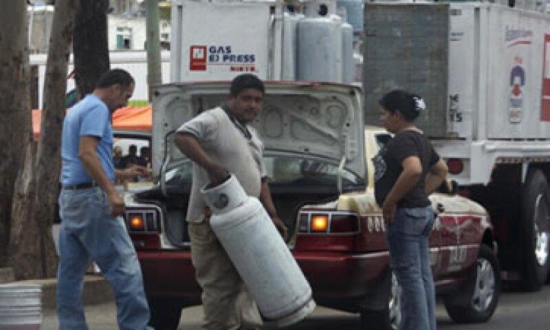 El cilindro de 20 kilogramos de gas LP pasará de 250.20 a 251.60 pesos.   (Foto: Notimex)