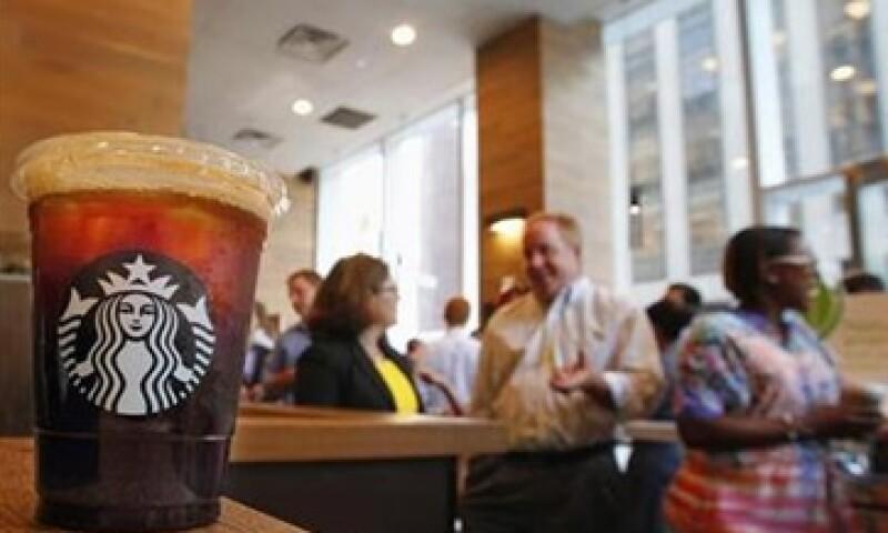 Starbucks capacita a los empleados de los hoteles para que sean ellos quienes vendan las bebidas. (Foto: Reuters)