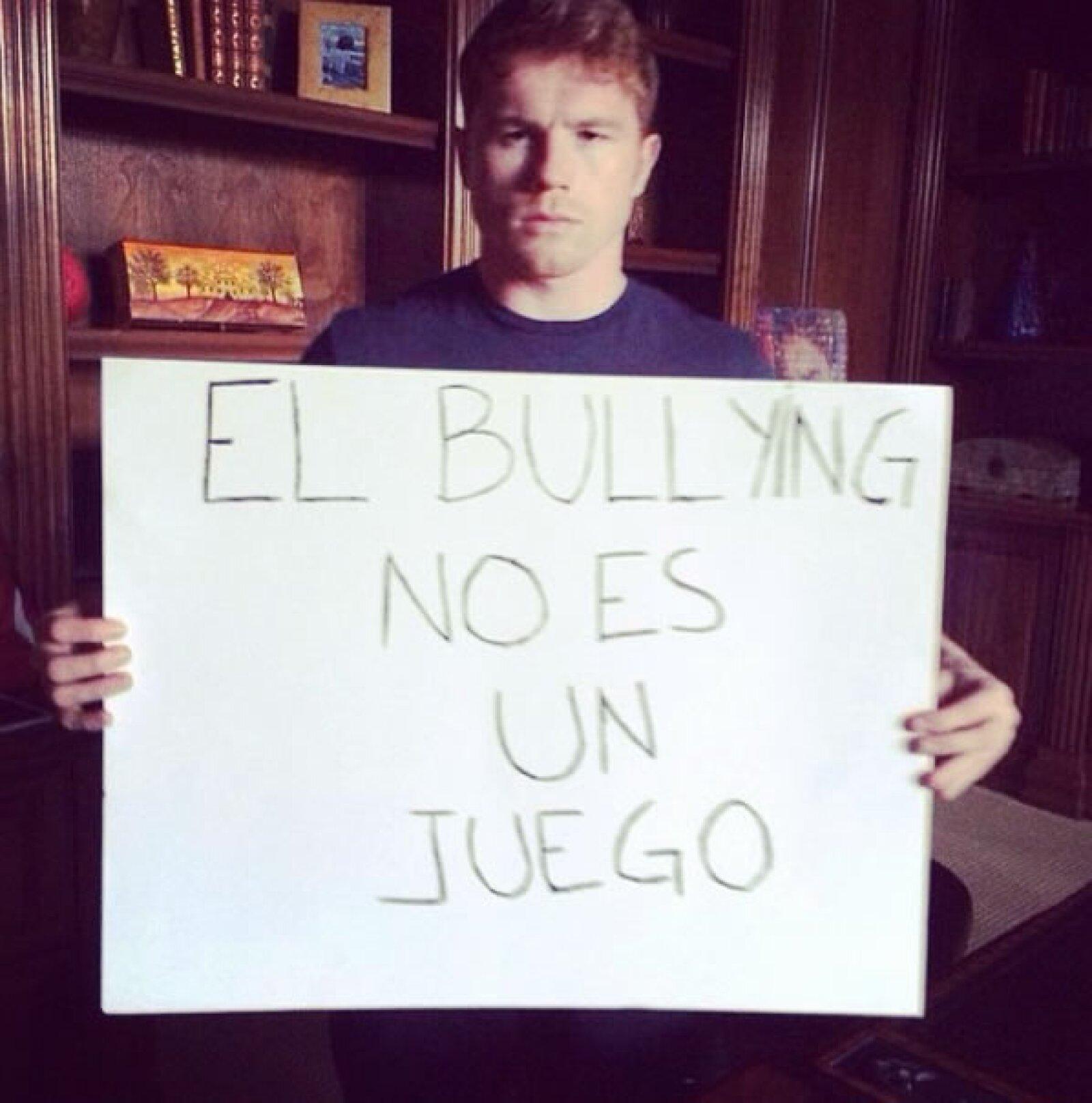 El boxeador Canelo Álvarez subió la imagen desde su casa.