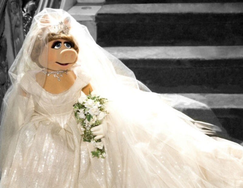 vivienne westwood diseña vestido de novia para miss piggy