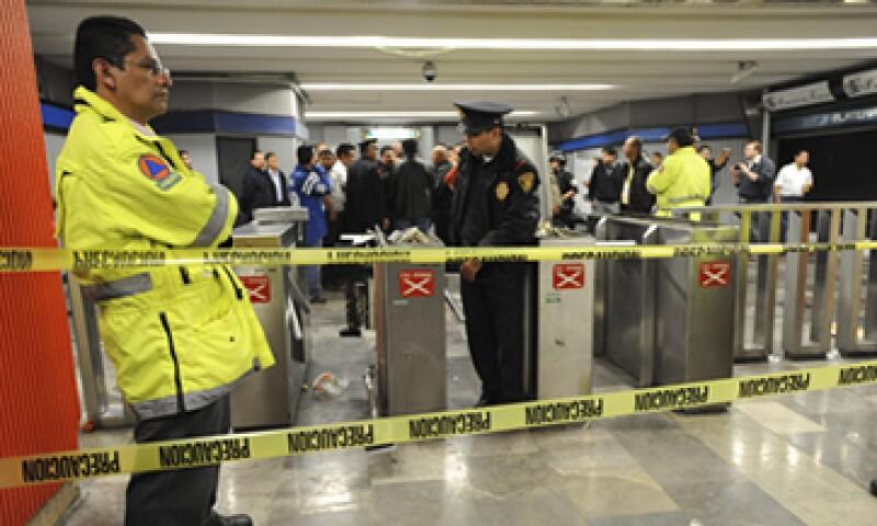 Tras el conflicto usuarios y policías la estación fue cerrada por unos minutos. (Foto: Cuartoscuro)