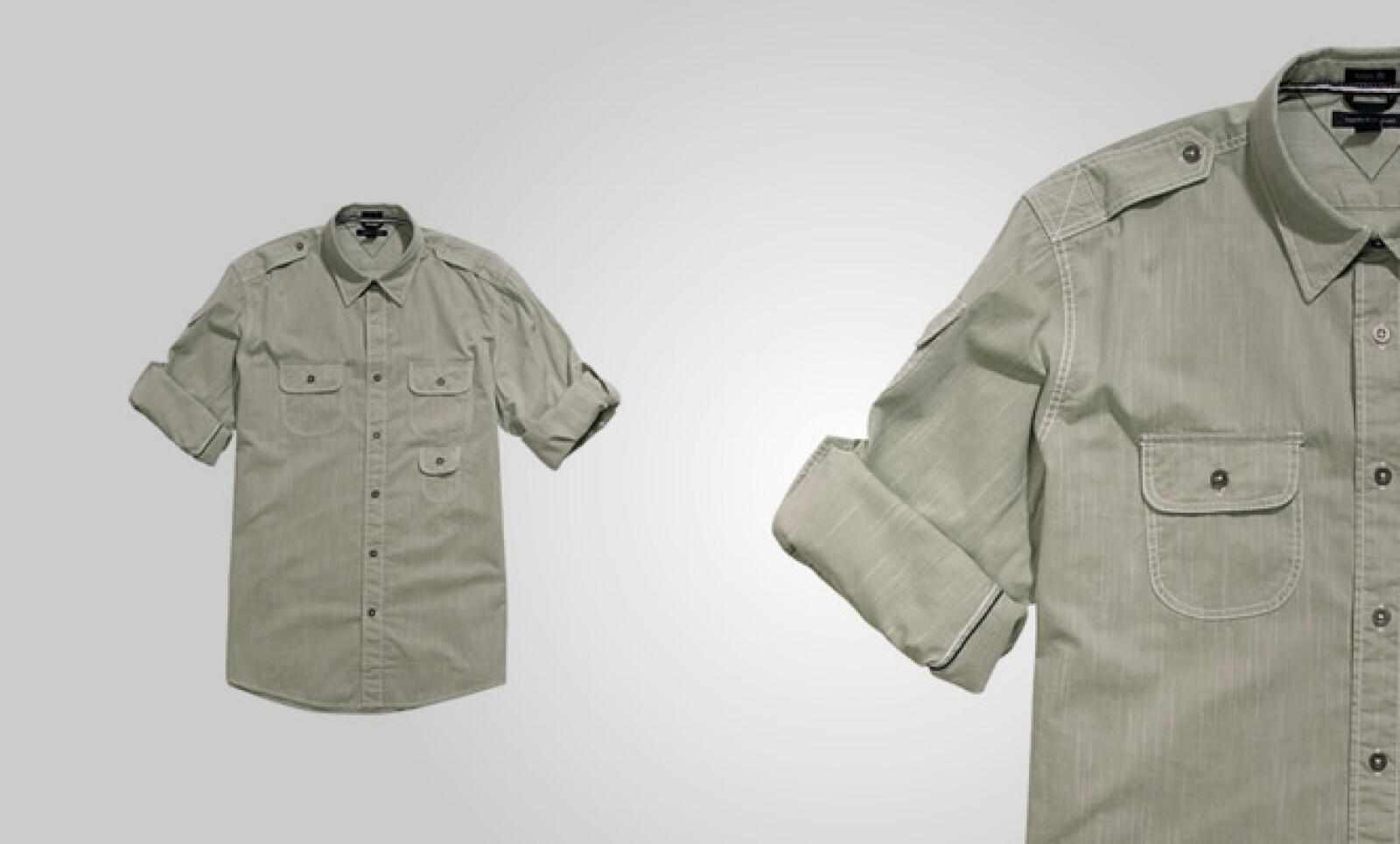 Esta opción de camisa puede utilizarse en un viernes casual en la oficina, sin que pierdas el estilo al vestirla.