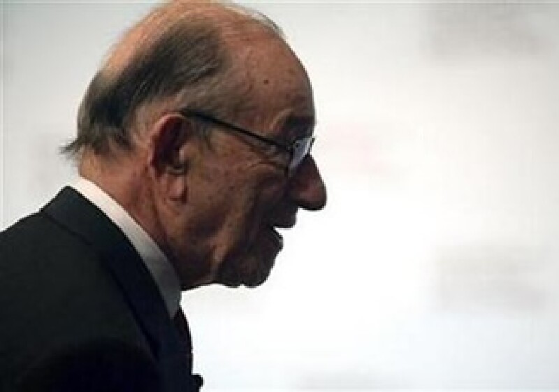 Alan Greenspan dijo que las pequeñas empresas y personas con bajos ingresos sufren por la falta de crédito. (Foto: Reuters)