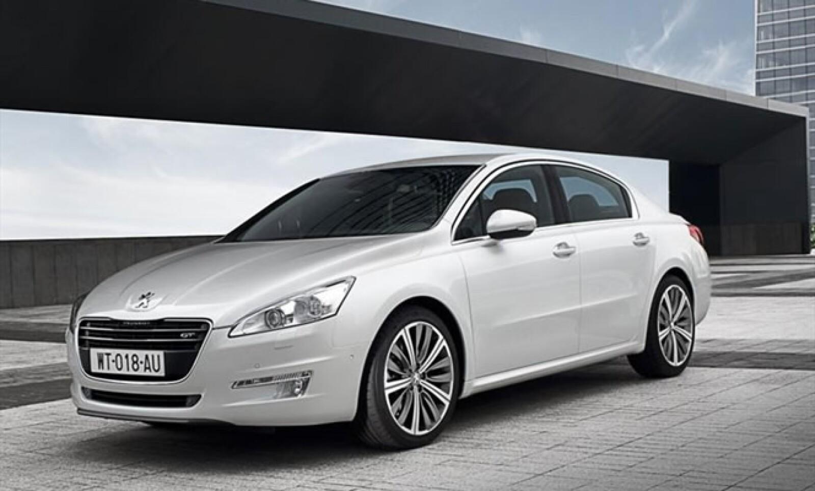 Basado en la plataforma de su hermano el Citroën C5 y claramente tomando el diseño del auto concepto '5 by Peugeot', este modelo sustituirá tanto al 407 sedán como al 607. En cuanto a los motores, serán dos a gasolina y dos a diesel, aunque estos últimos