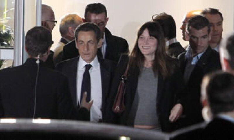 Carla Bruni se casó con Sarkozy después de que éste se divorciara de su segunda esposa estando en el cargo de presidente. (Foto: AP)