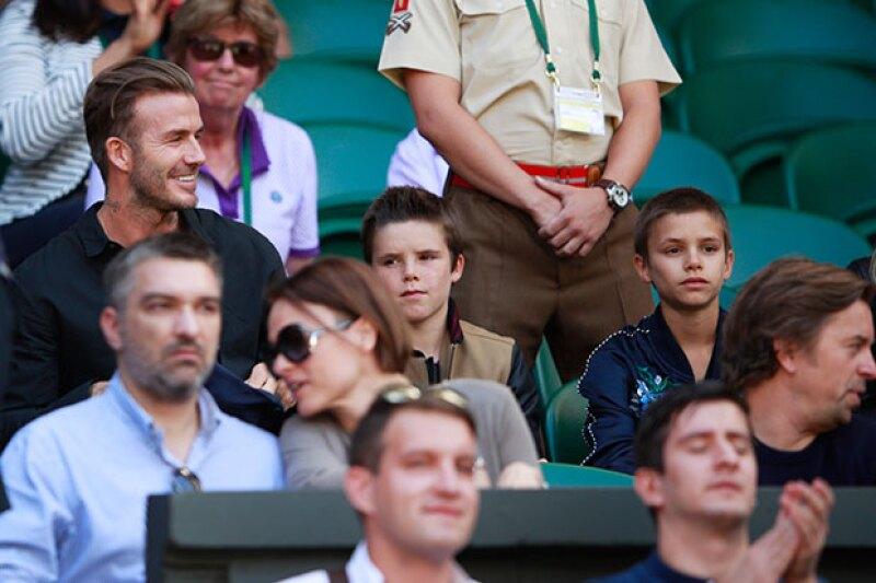 El ex futbolista se tomó la tarde libre para disfrutar junto a Cruz y Romeo de los encuentros del famoso torneo de tenis.