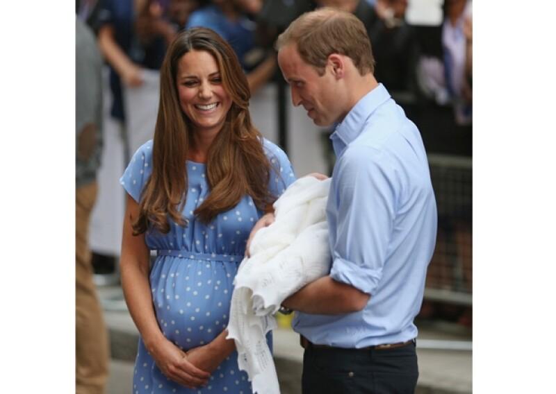 Kate y Guillermo mostraron su felicidad al mundo ante el nacimiento de su primogénito.